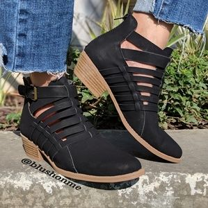 Shoes - 🎉 Last 1 🎉 Strappy Braided Buckle Booties